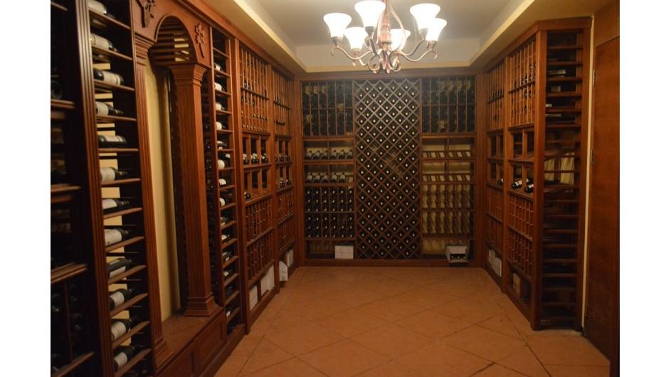 爱士图尔告诉您别墅酒窖定制如何设计才好?